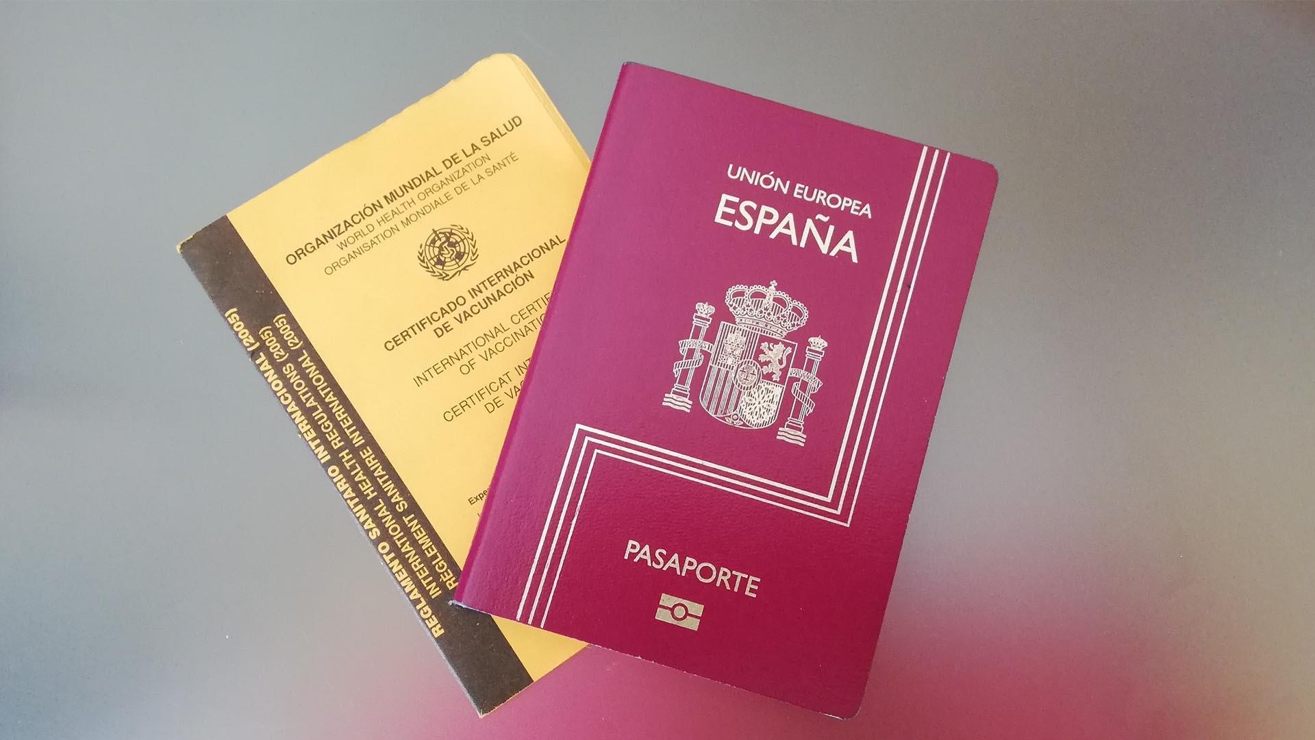Pasaporte y Certificado Internacional de Vacunación