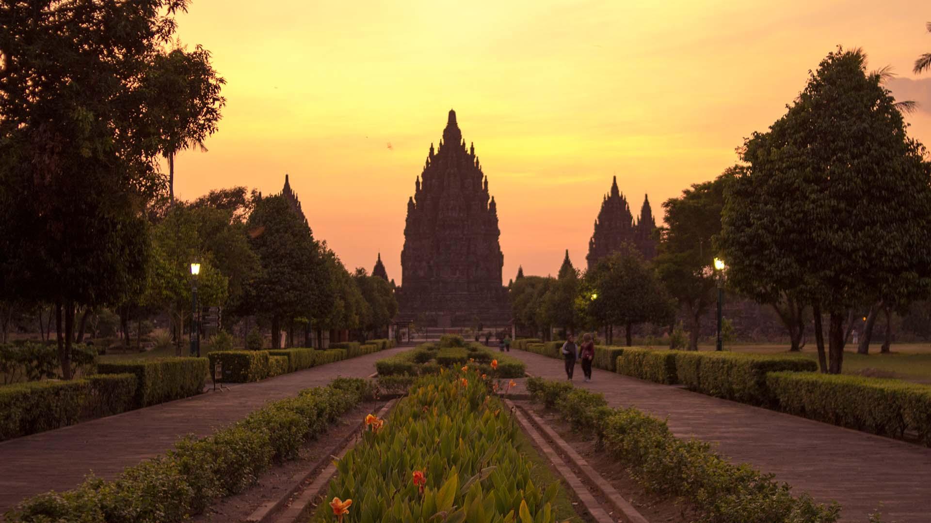 Puesta de sol en Prambanan