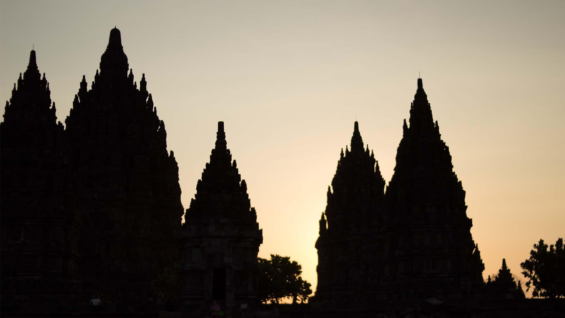 Últimos rayos de sol, Prambanan