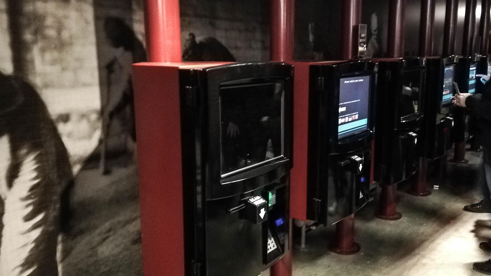 Máquinas para imprimir los tickets online, Guinness Storehouse, Dublín, Irlanda