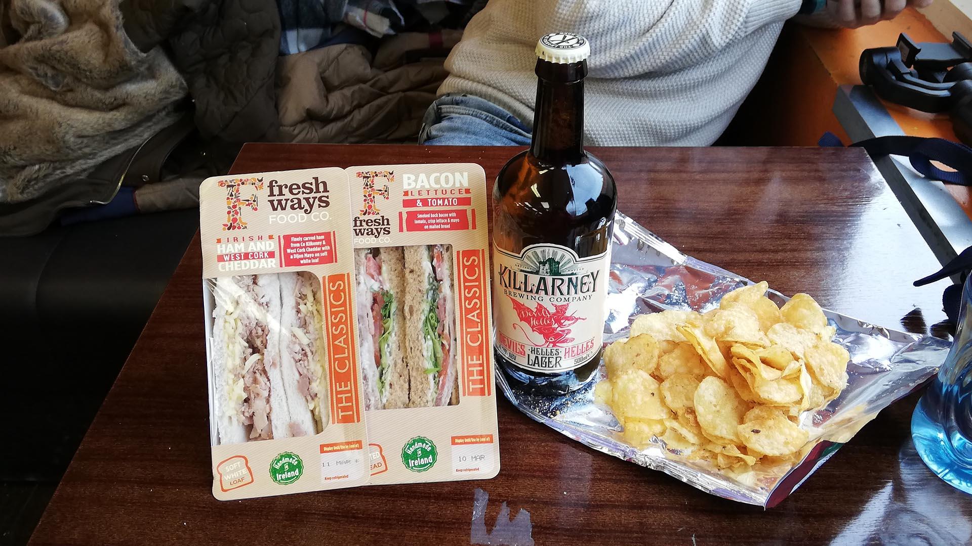 Comida rápida antes de la visita a la Guinness Storehouse, Dublín, Irlanda
