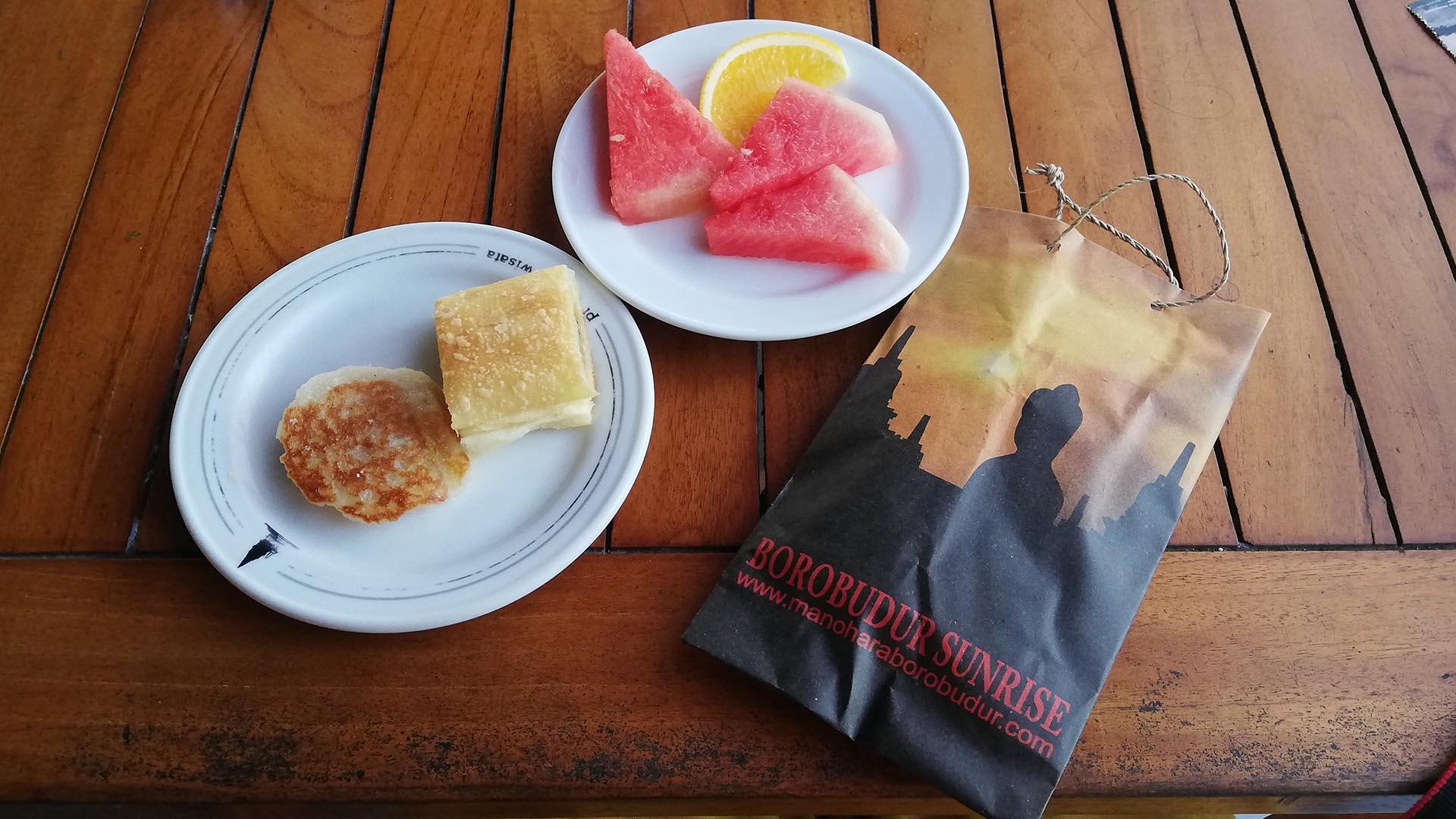 Desayuno y regalo en Borobudur