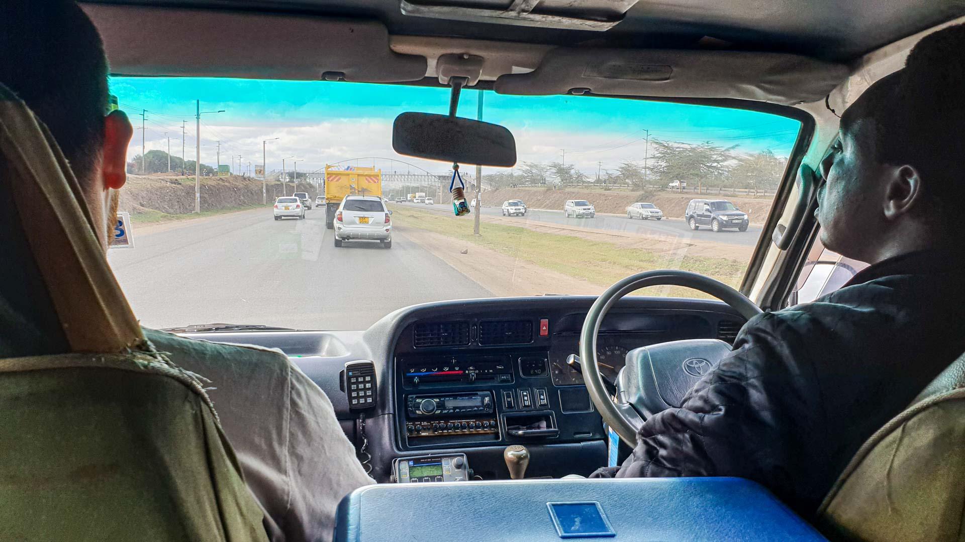 Salimos de Nairobi con nuestro guía, Alex