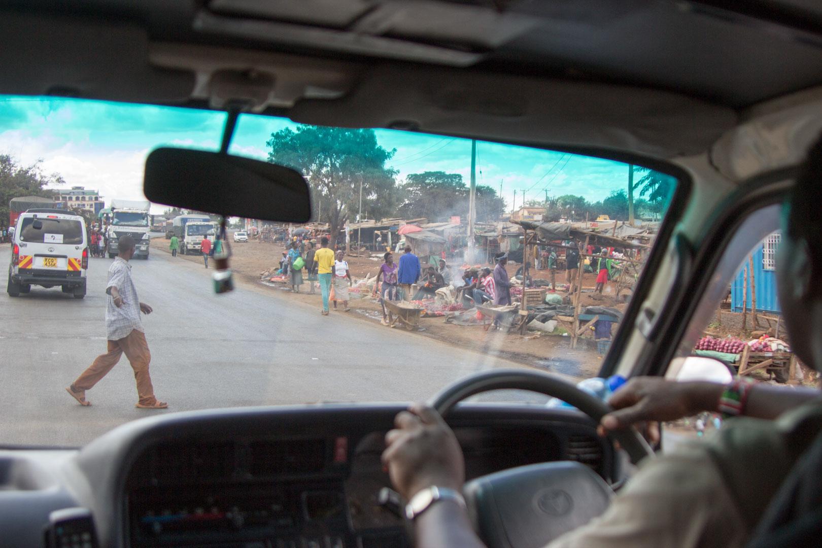 Pueblo en la carretera de Nairobi a Amboseli, Kenia