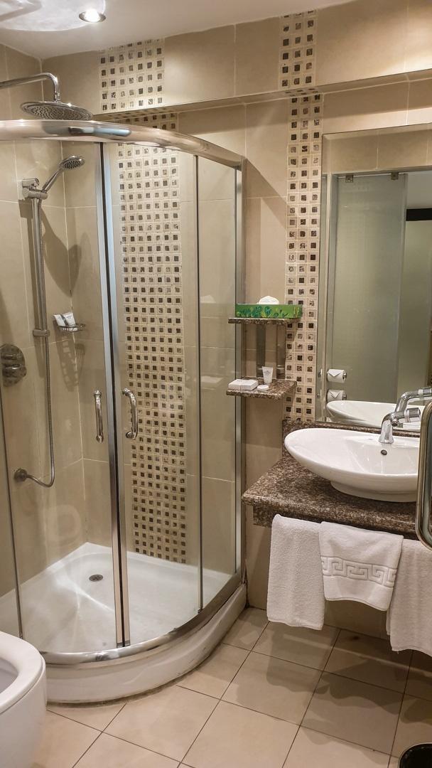 Baño del Hotel Best Western Plus Meridian, Nairobi, Kenia