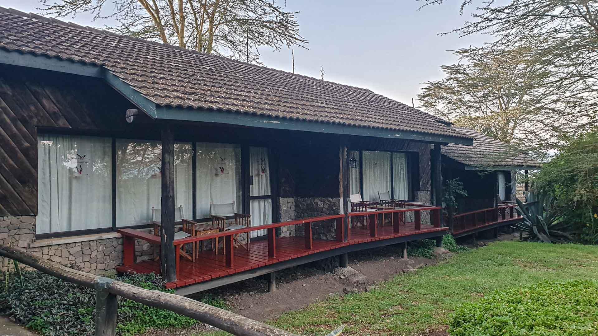 Terraza de nuestro bungalow en Lake Nakuru Lodge