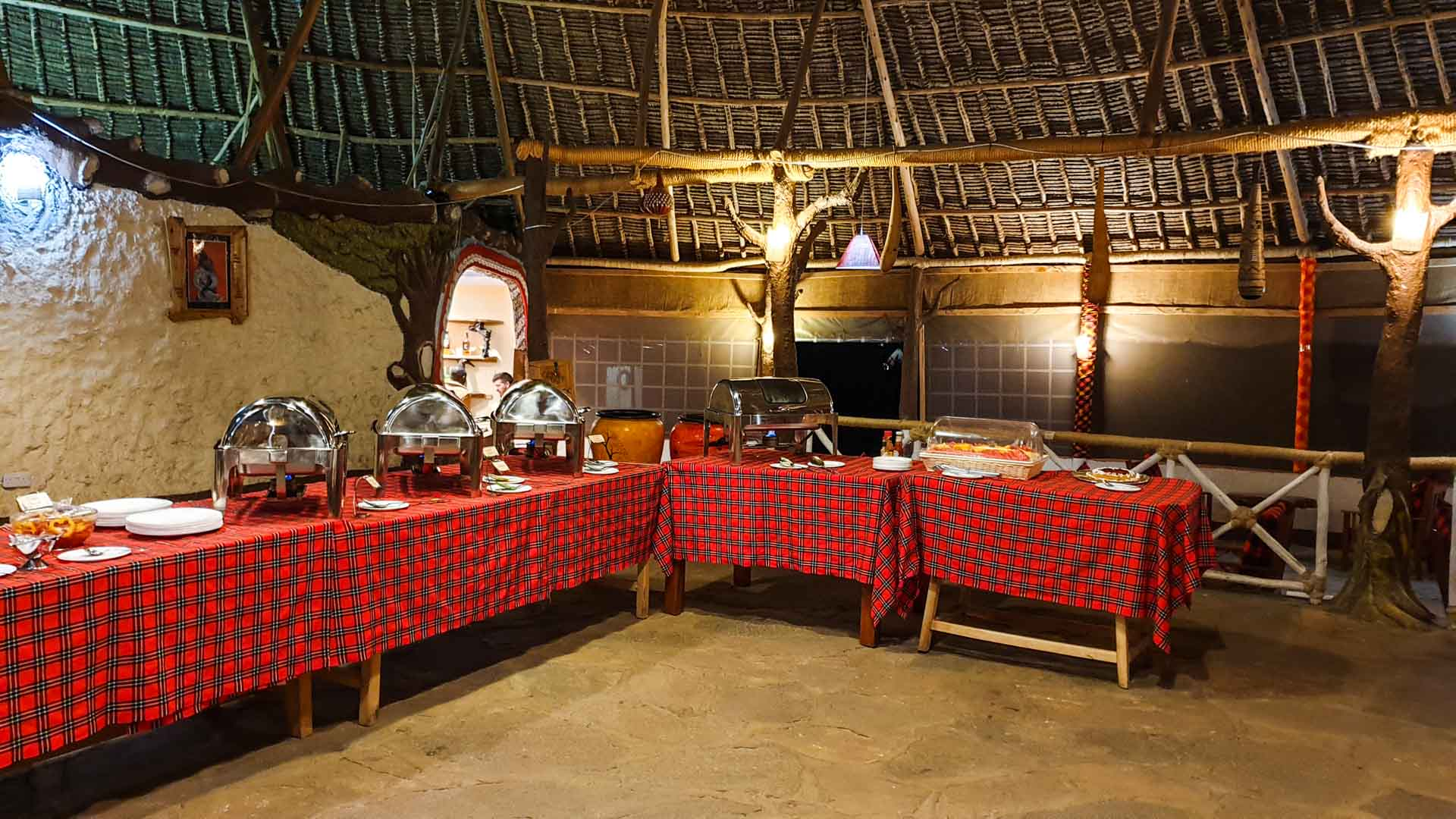 Restaurante y buffet del Enkorok Mara Camp