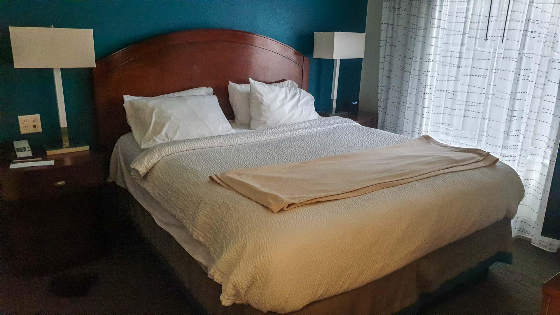 King Tamaño cama no noso apartamento provisional en Milford