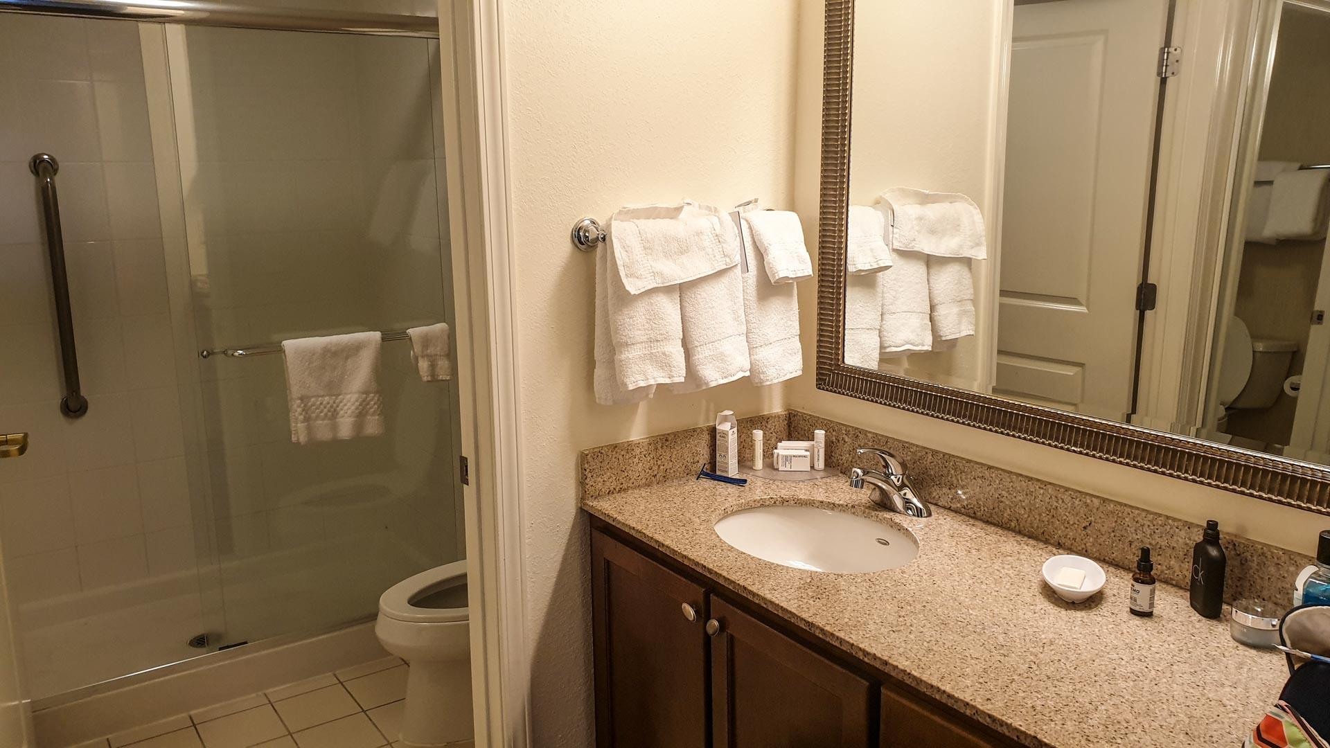 baño de O noso apartamento provisional en Milford