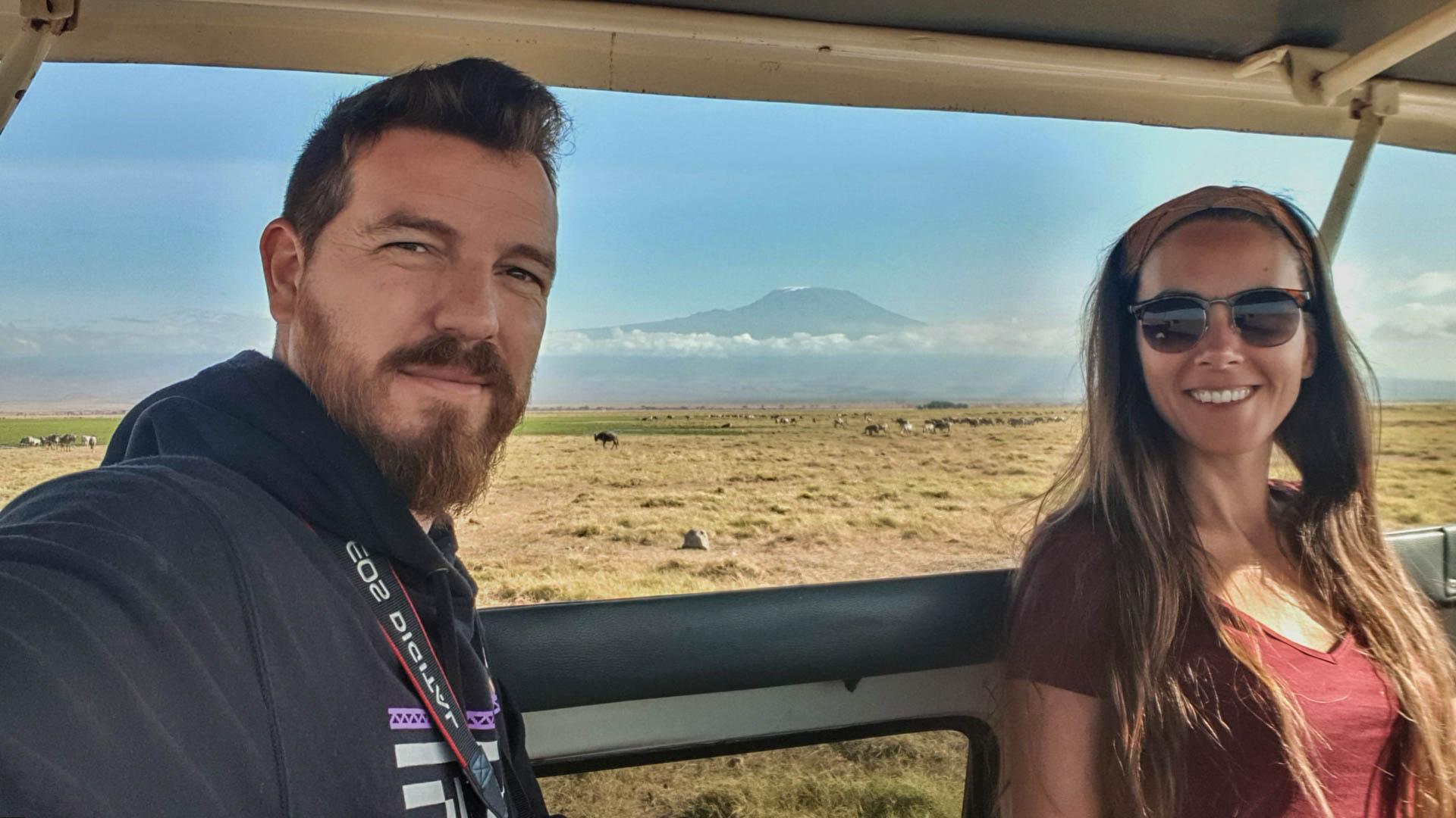 Comienzan a llegar las nubes al Kilimanjaro, Amboseli, Kenia