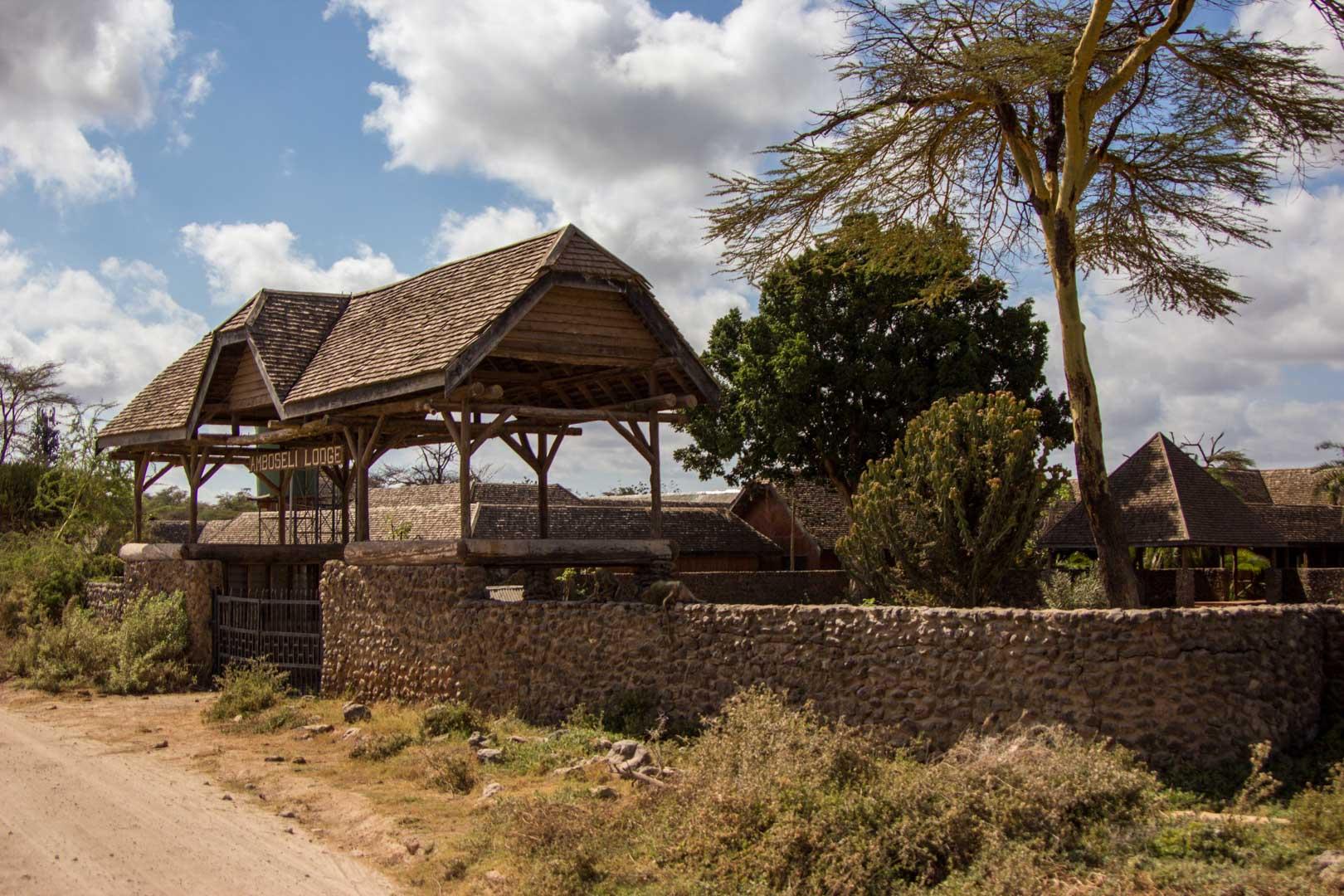 Amboseli Lodge, hotel abandonado en Amboseli, Kenia