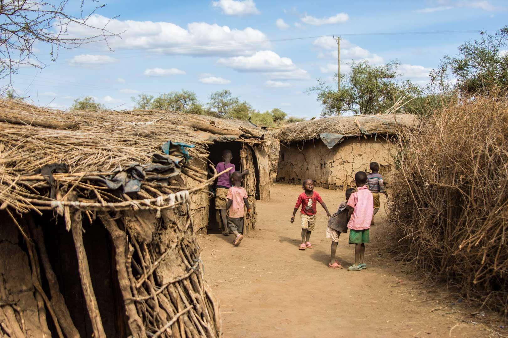 Niños jugando en un poblado Masai en Amboseli, Kenia