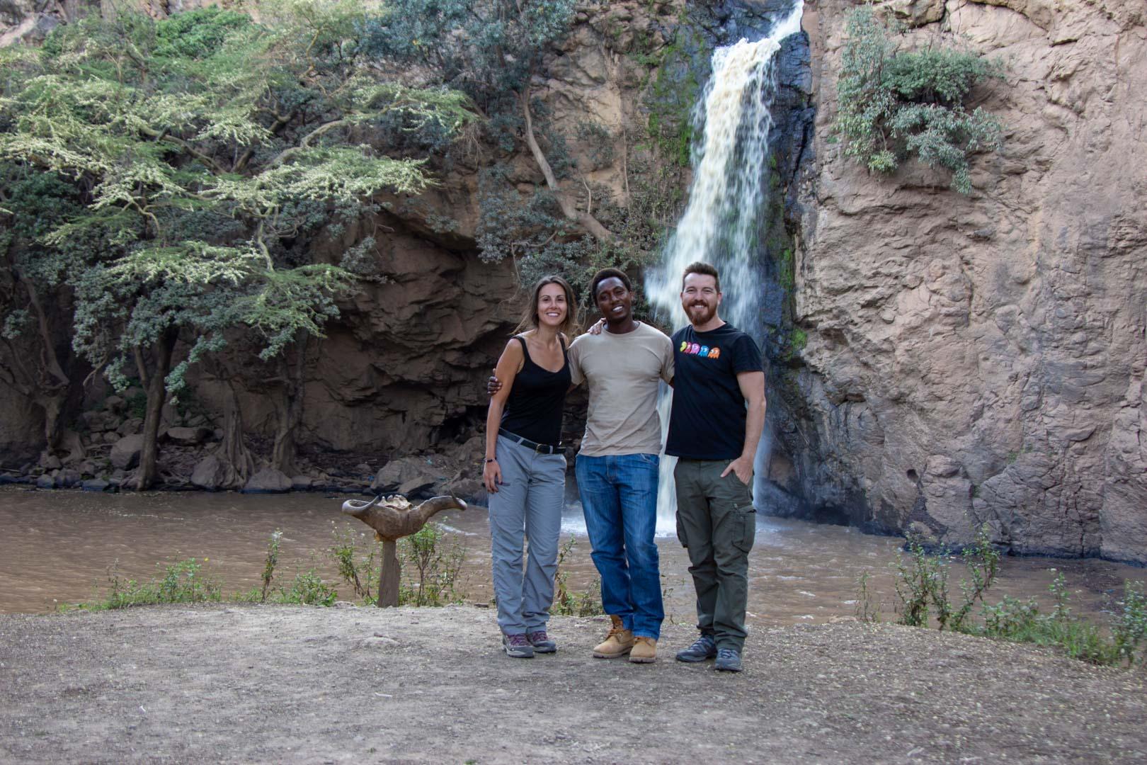 Con nuestro guía Alex en Makalia Falls, Lago Nakuru, Kenia