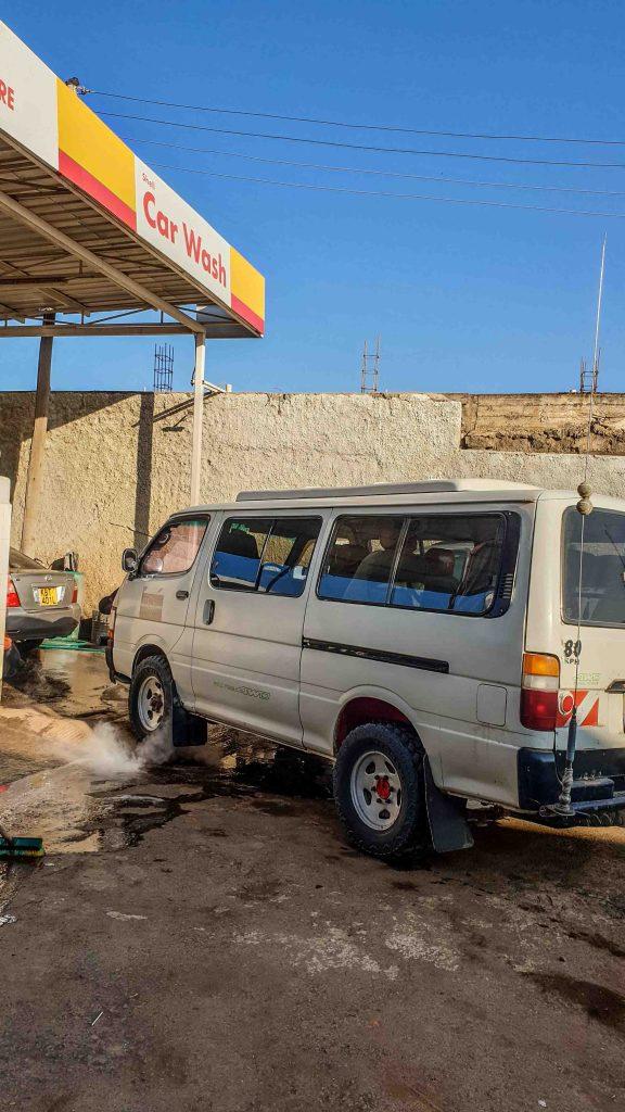 Gasolinera en algún pueblo de Kenia