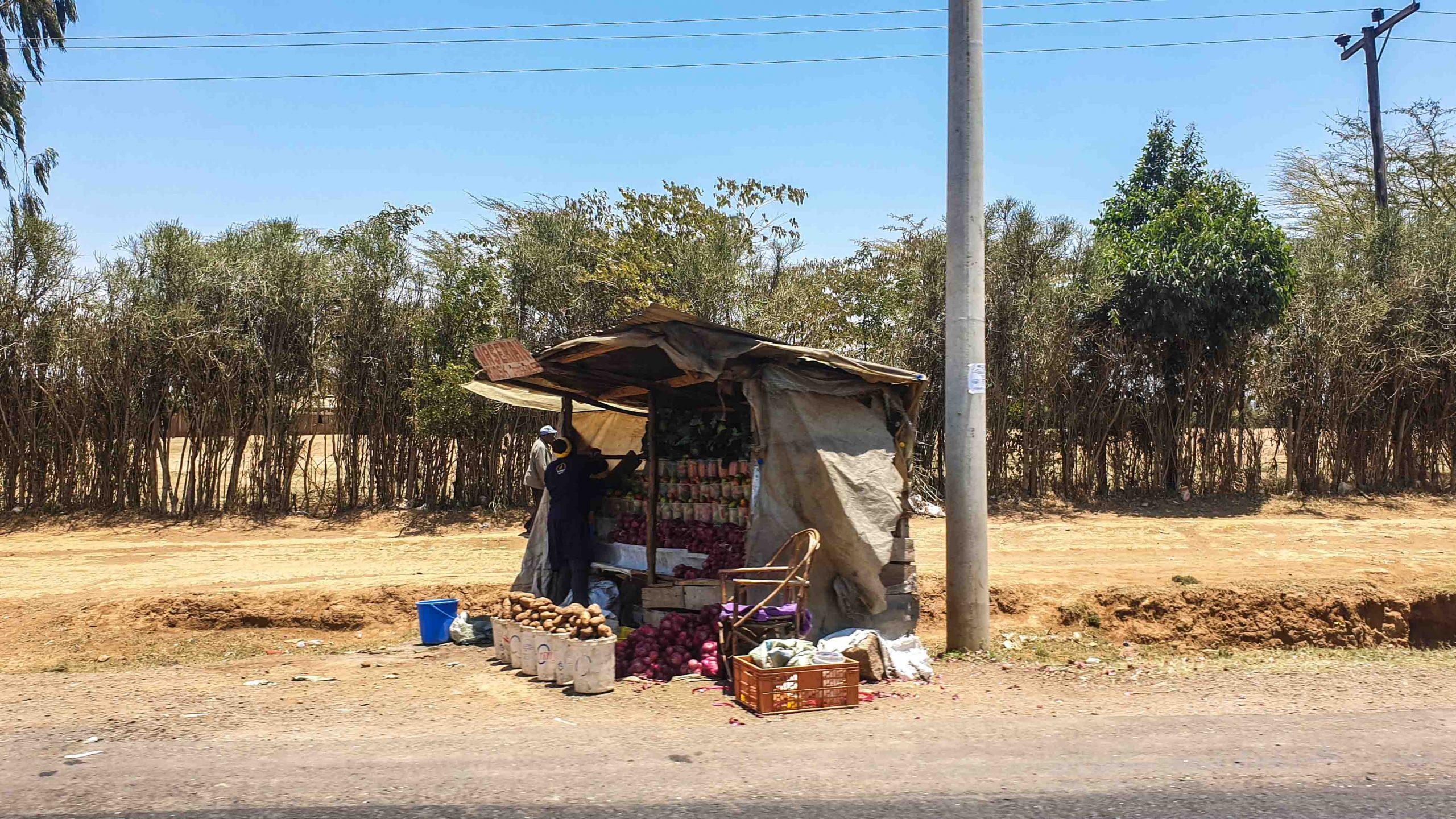 Puesto de comida en una carretera en Kenia