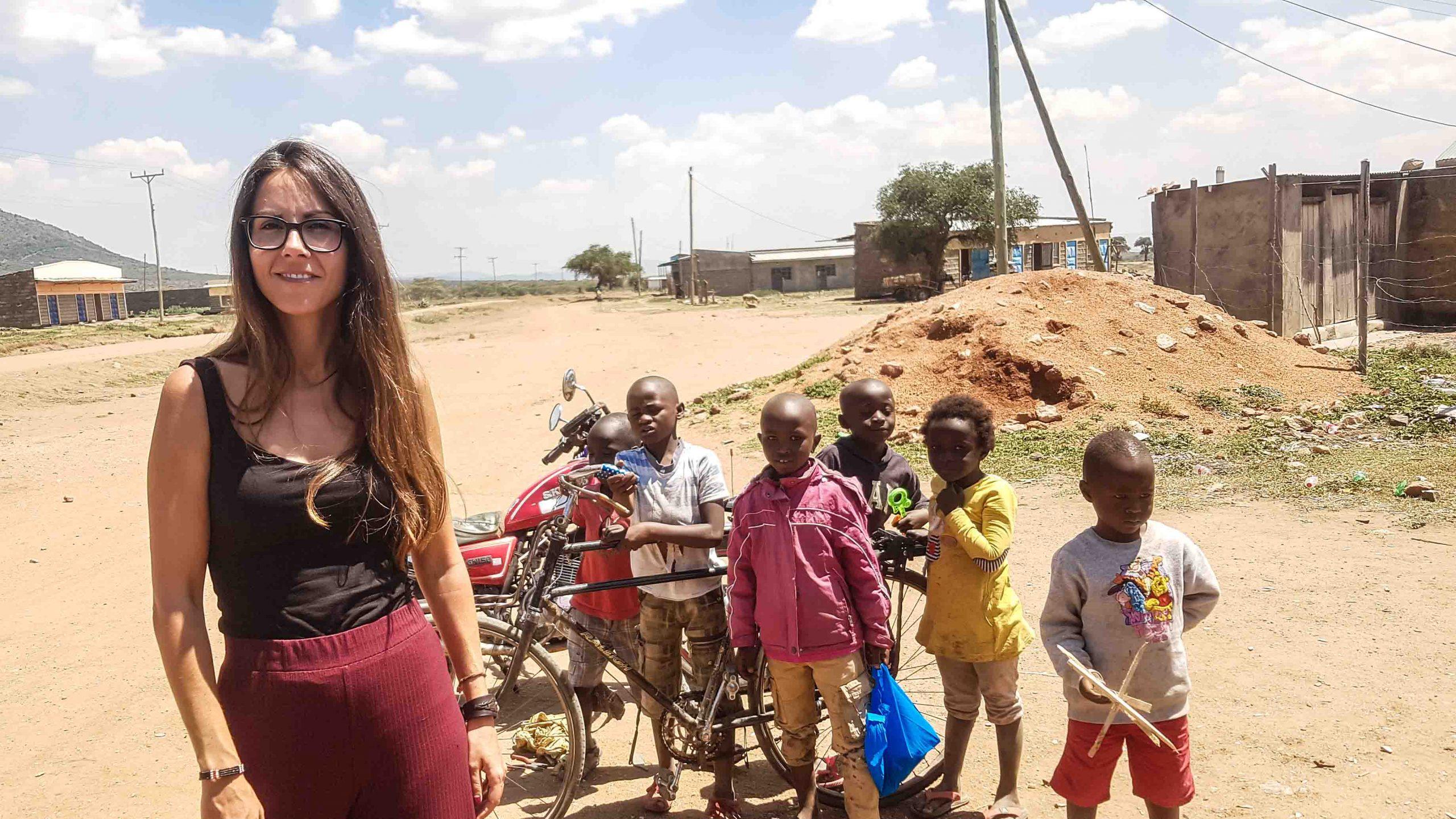 Grupo de niños en un pueblo de Kenia