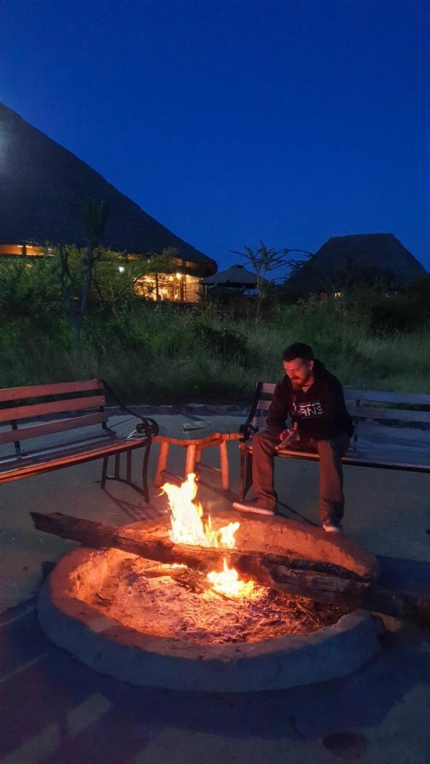 Hoguera en nuestro alojamiento, Enkorok Mara Camp