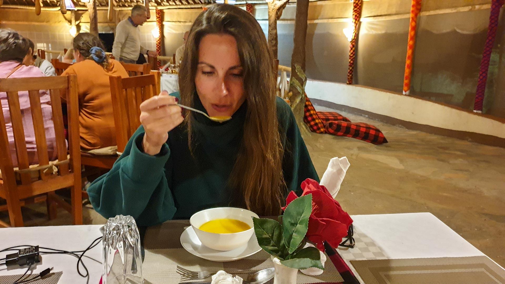 Crema de verduras para cenar en Enkorok Mara Camp, Masai Mara, Kenia