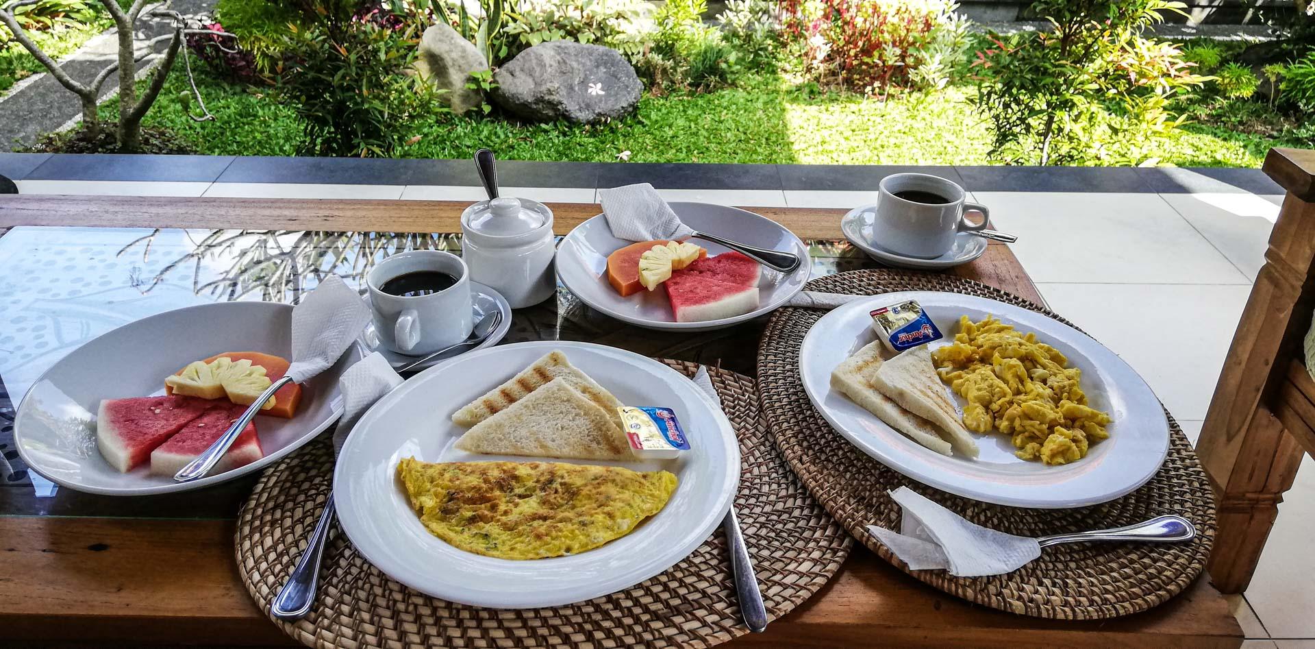 Desayuno en Nang Ade House, nuestro alojamiento en Ubud, Bali