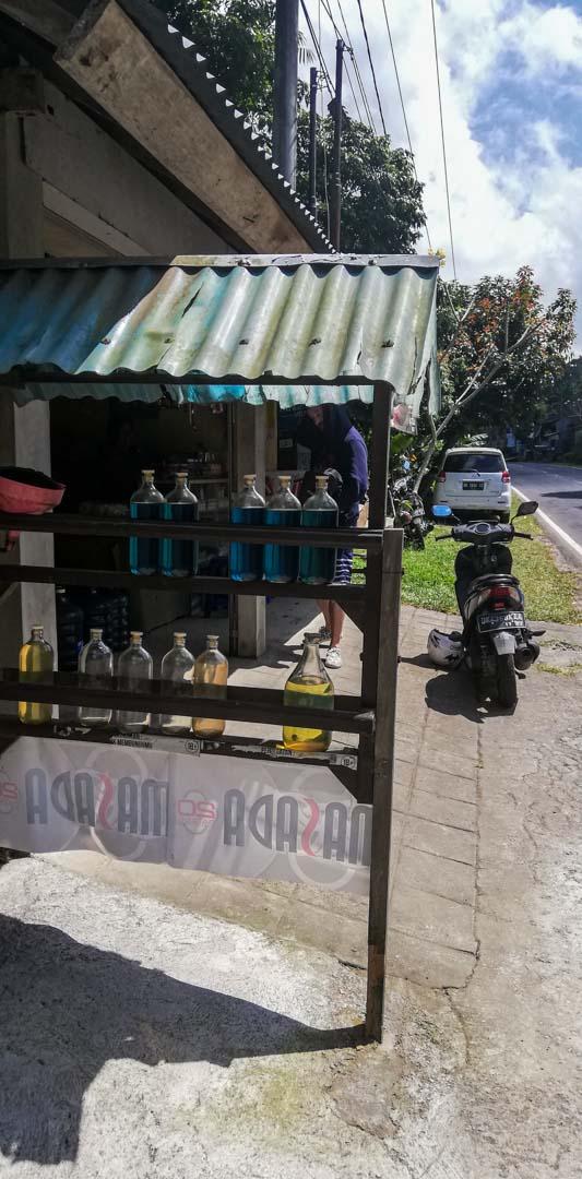 Puesto donde vendían botellas de gasolina, Bali, Indonesia