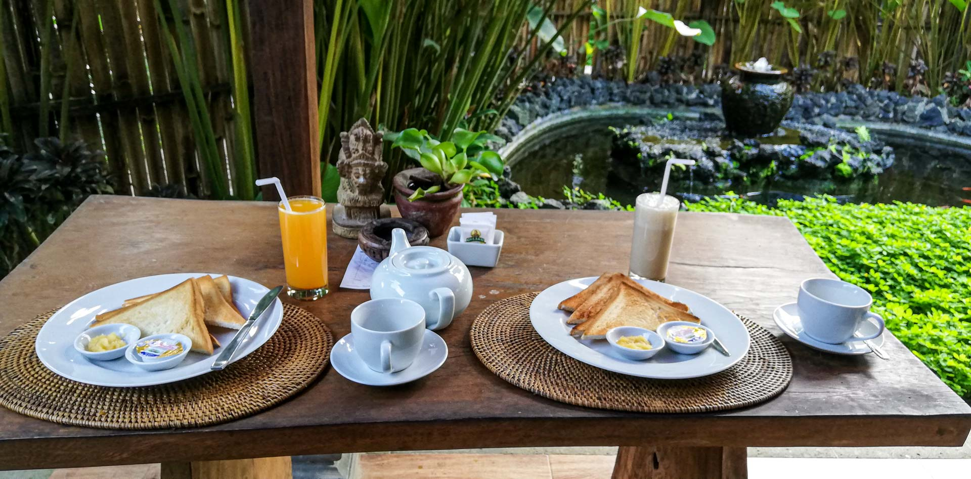 Desayuno mediterráneo en Kishi - Kishi Ubud Villas, Bali