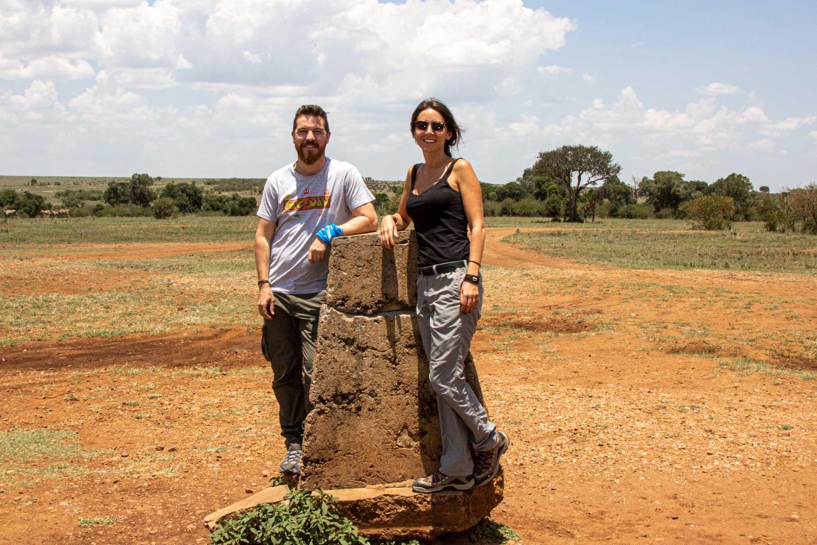 Piedra que marca el límite entre el Masai Mara, en Kenia, y el Serengeti, en Tanzania