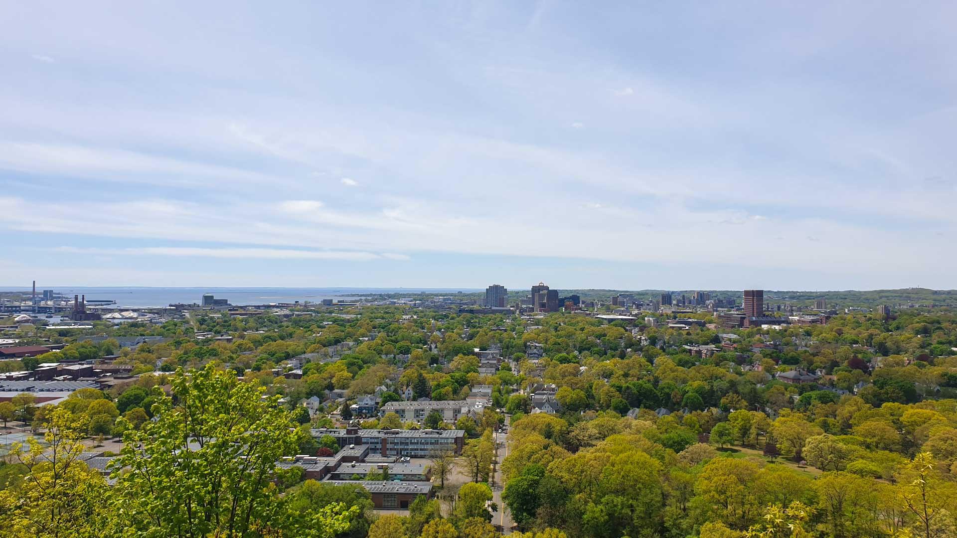 Vistas de New Haven y el puerto desde la cima de East Rock, Connecticut