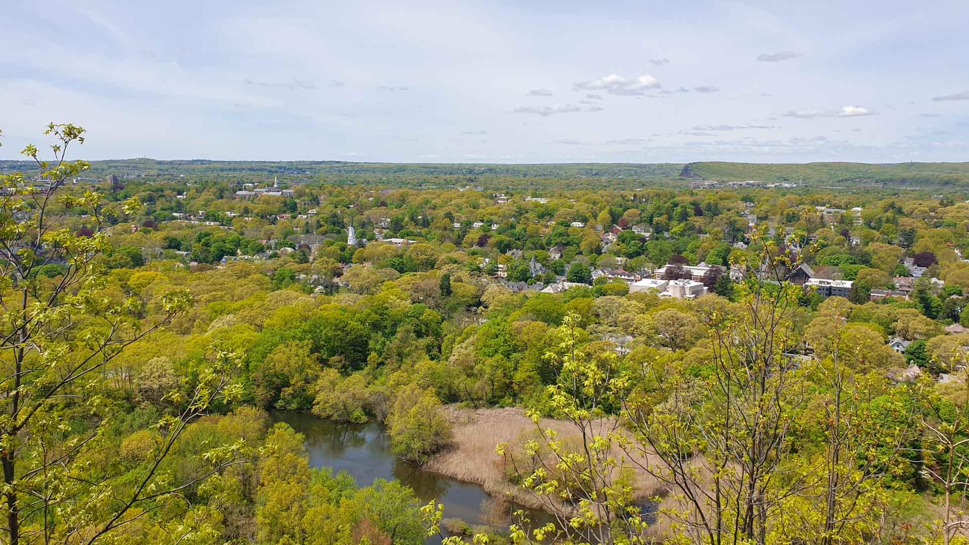 Vistas de West Rock Park desde la cima de East Rock, New Haven, Connecticut