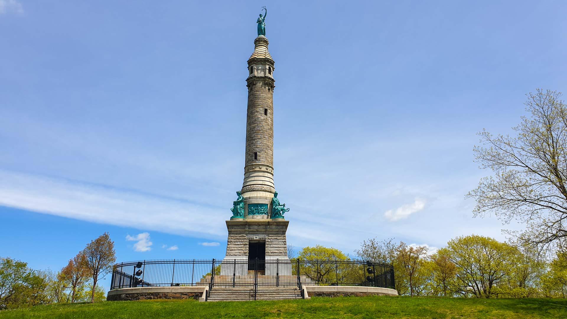 Soldiers' and Sailors' Monument (Monumento a los Soldados y Marineros), East Rock Park, New Haven, Connecticut