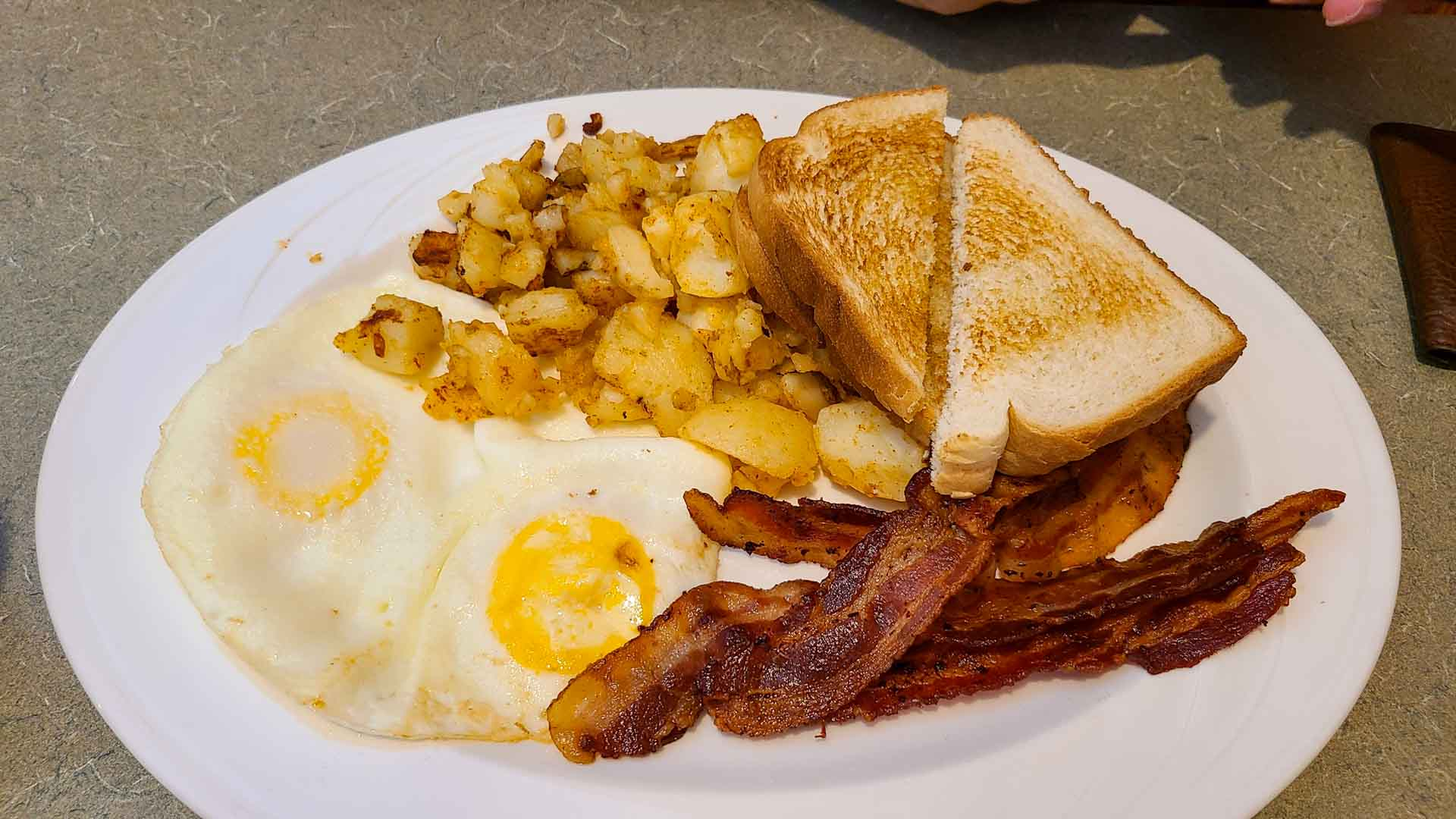 Desayuno en Curly's Family Restaurant, Watkins Glen, Nueva York